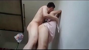 Парень пердолит сисястую жёнушку в чужках