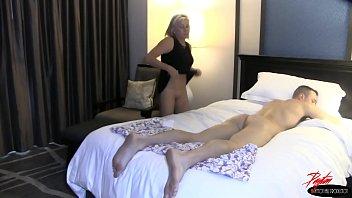 Необычайно очаровательный секс с тонкой блондинкой