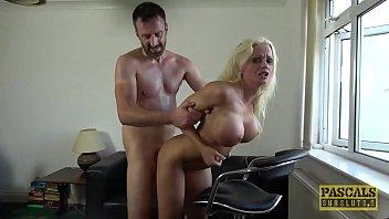 Уже в годах девчушка устроилась на порно с русским парнем в комнатке ожидания