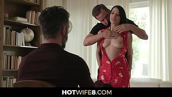 Секс клипы молли и дженнифер в белоснежной ванной