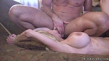 Кристина блонда активно дрюкается с самцом