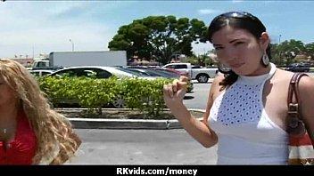 Сисястая девушка в перчатках достает кончу в рот после дрочки